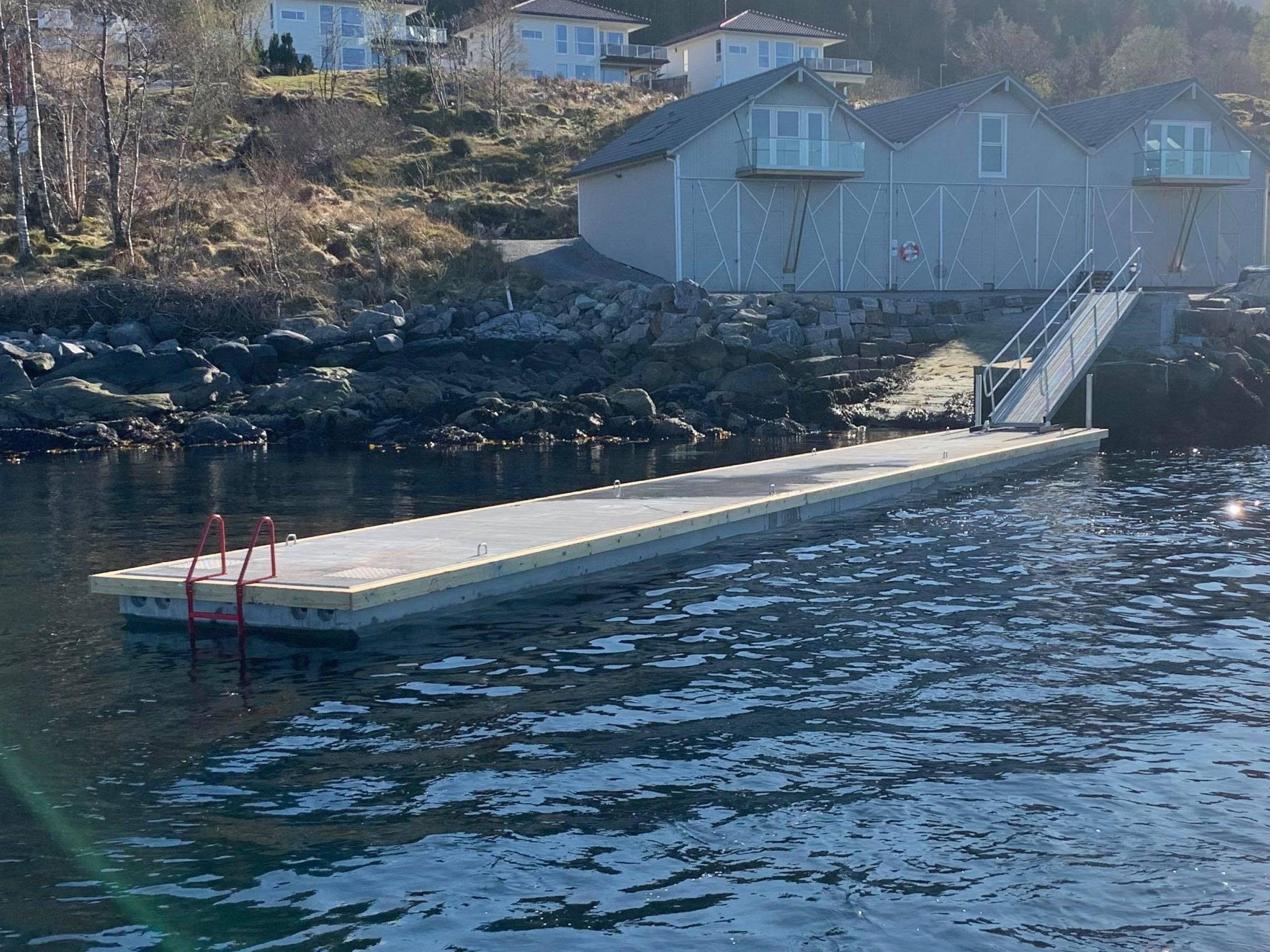 https://marinasolutions.no/uploads/22-meters-EBA-med-ny-redningsleider-rustfri-syrefast.jpg