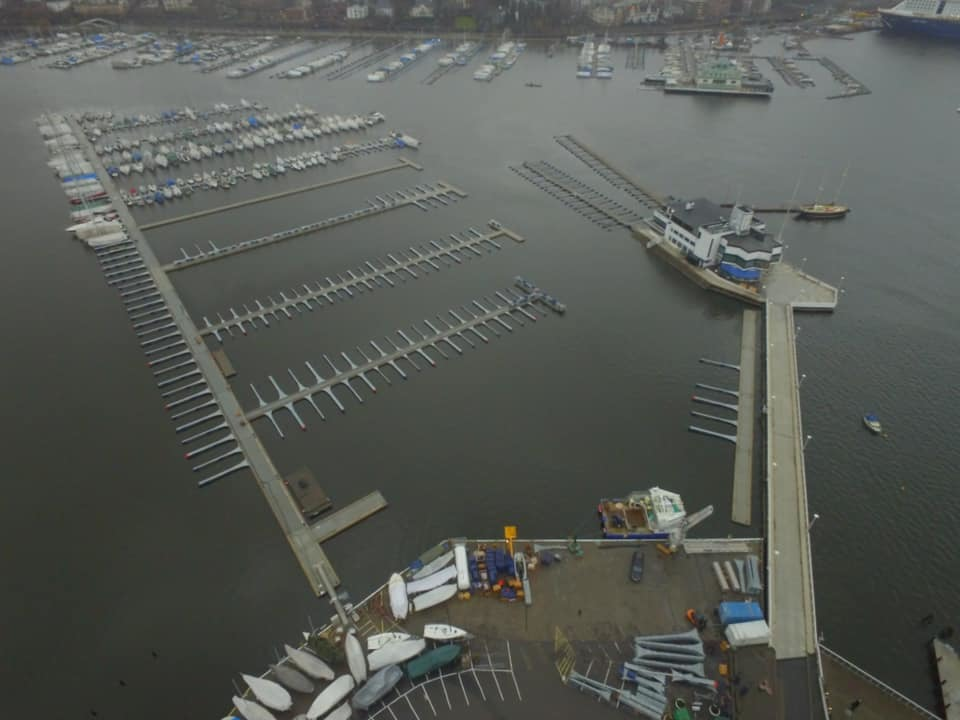 https://marinasolutions.no/uploads/3-Dronebilde-2-KNS_Dronningen.jpg