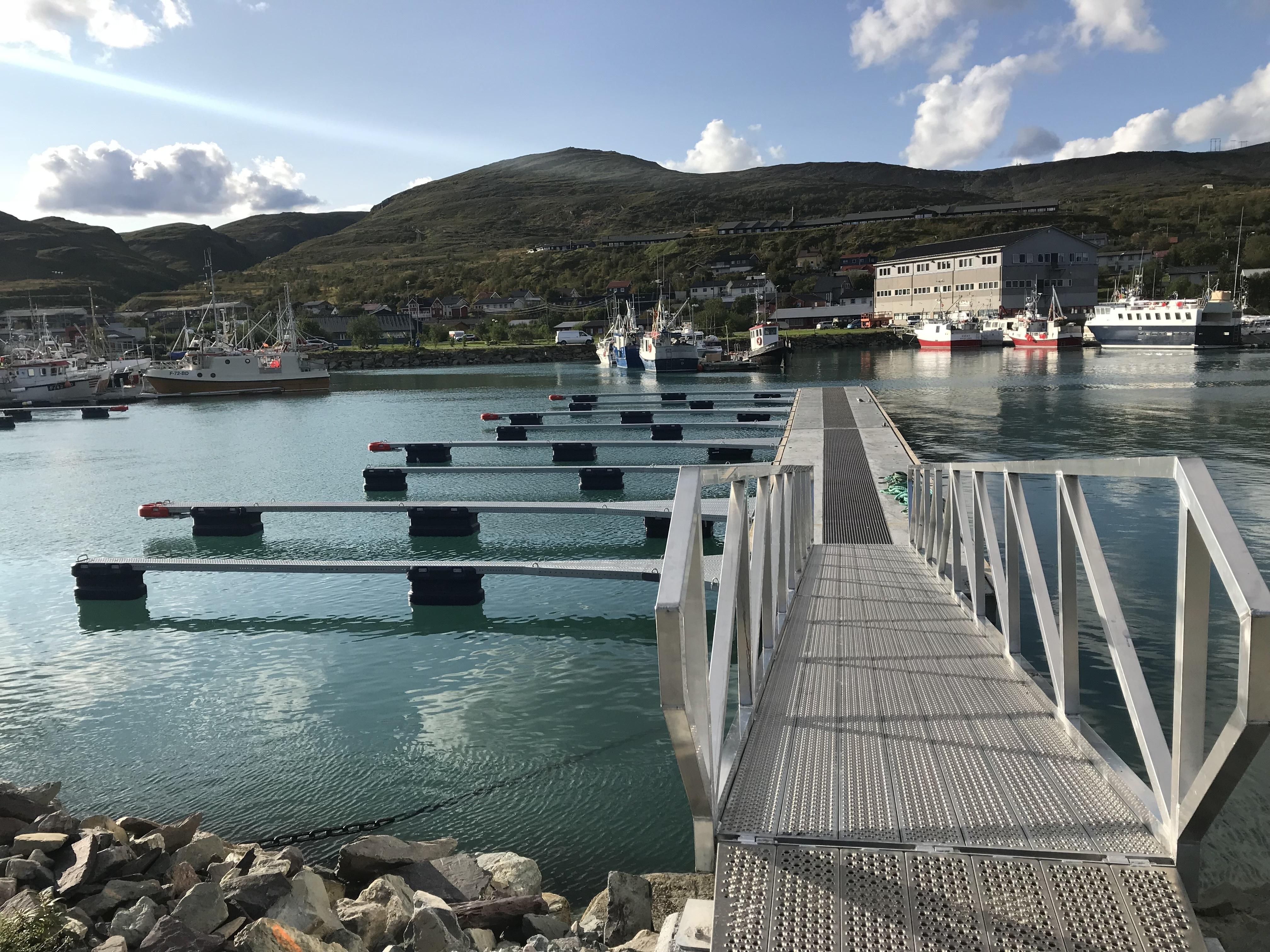 https://marinasolutions.no/uploads/Båtsfjord-Snøfribrygge-Marina-Solutions-utriggere-finnmark-2.jpg
