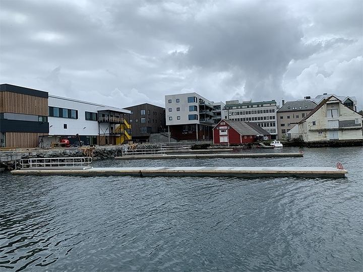 https://marinasolutions.no/uploads/Betongbrygger-ved-Amfi-Florø_gjestehavn.jpg