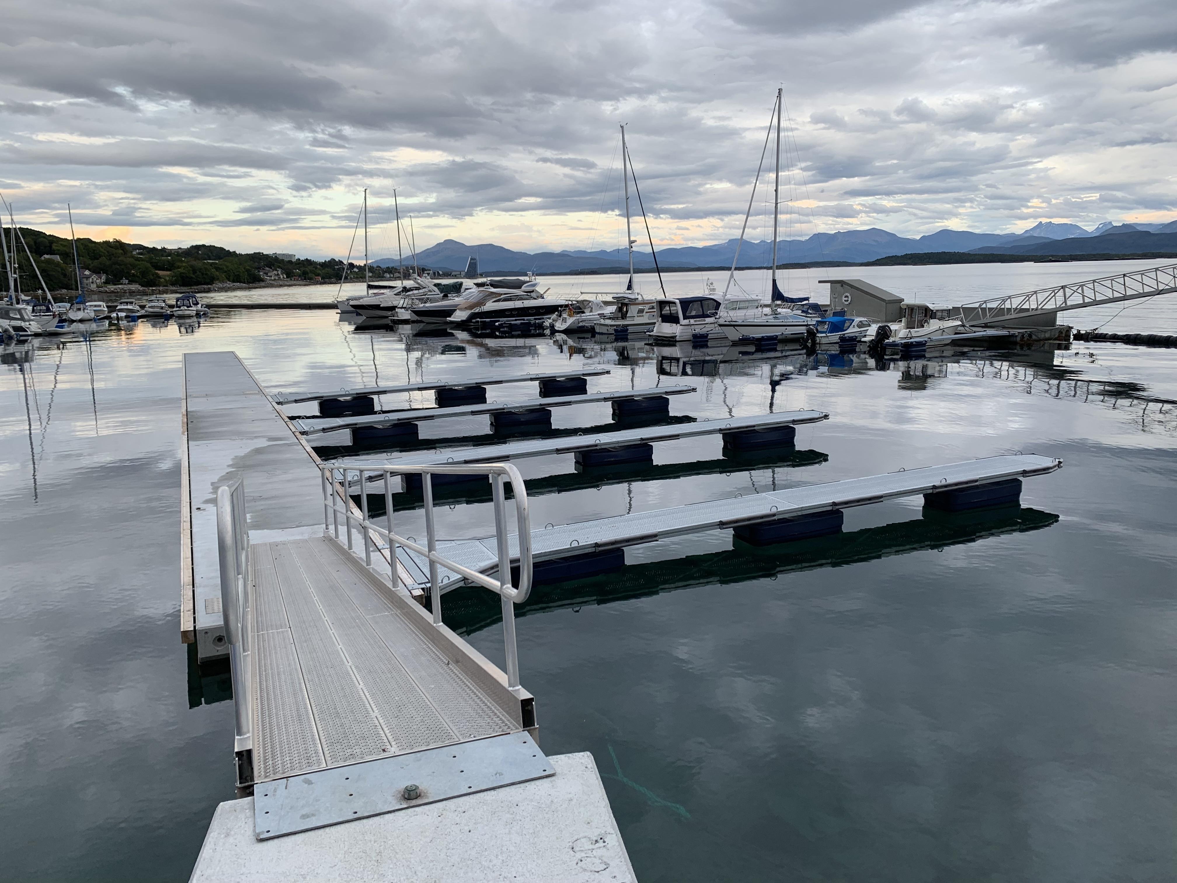 https://www.marinasolutions.no/uploads/Cap-Clara-Småbåtshavn-oppgradering-bryggepir-betongbrygge_-heavy-duty-utriggere-7.jpg