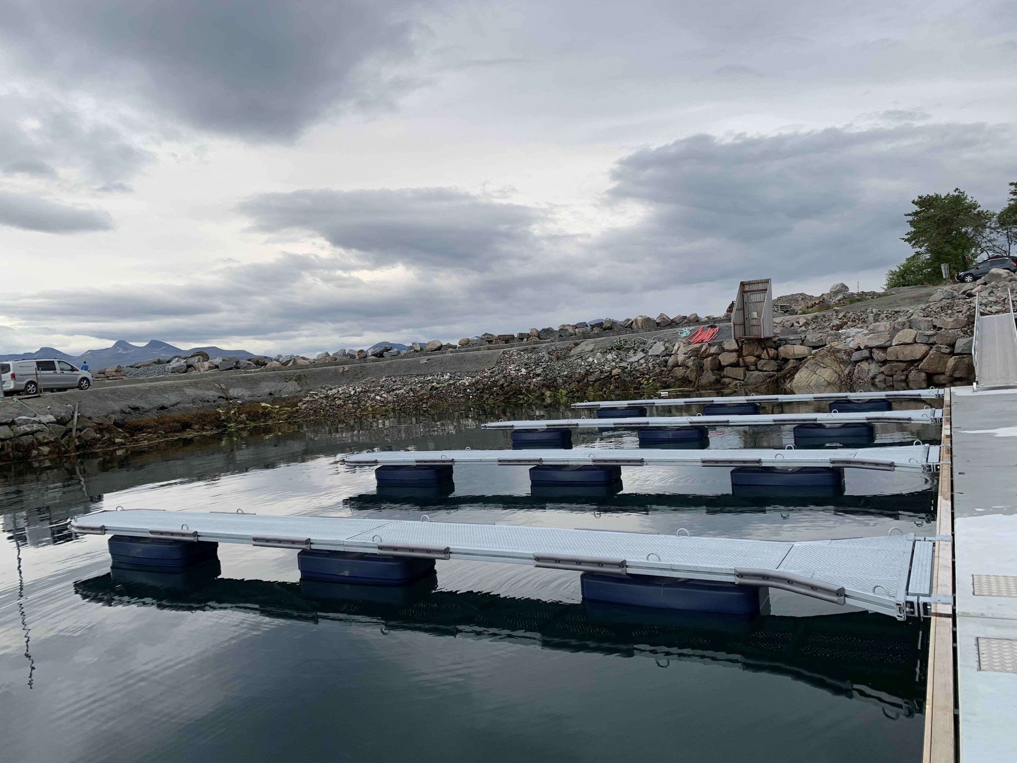 https://www.marinasolutions.no/uploads/Cap-Clara-Småbåtshavn-oppgradering-bryggepir-betongbrygge_-heavy-duty-utriggere.jpg