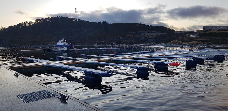 https://marinasolutions.no/uploads/Flytemolo-rennebrygger-utriggere-Marina-Ocean.-Øygarden-Rong-webformat.jpg