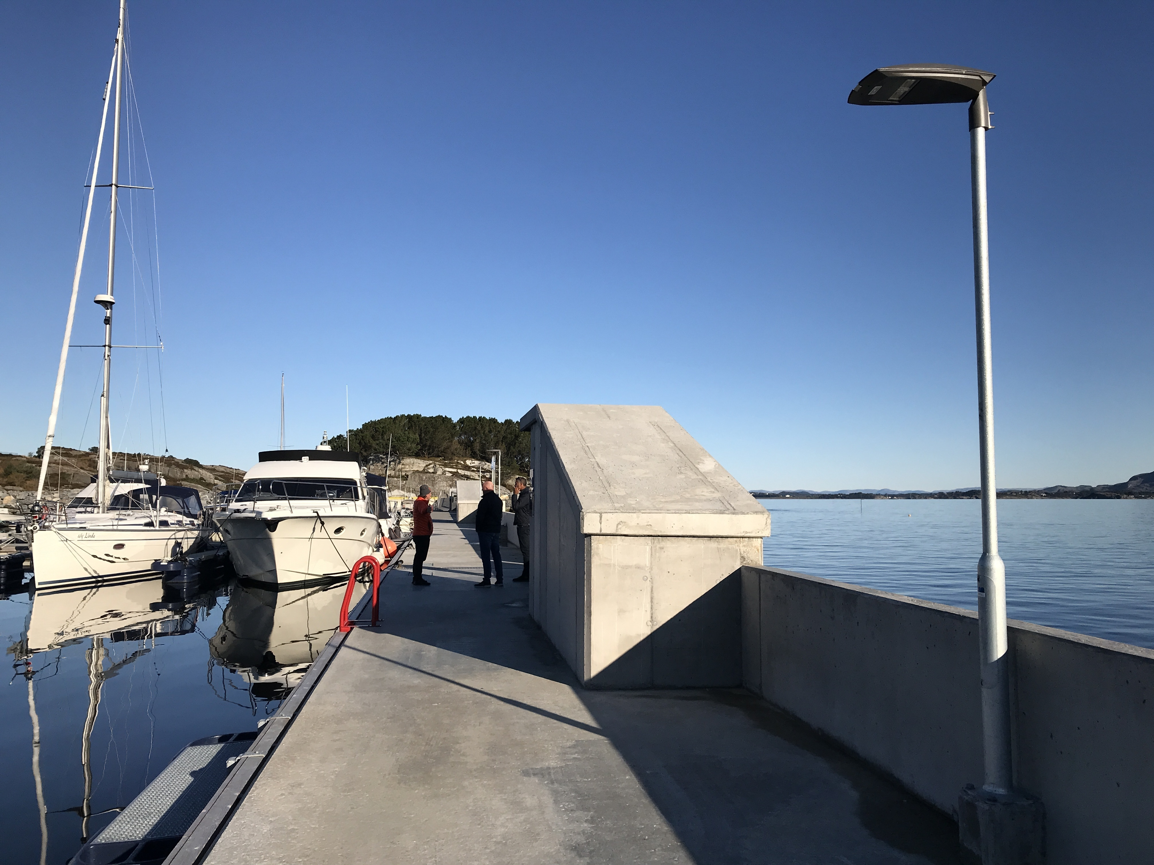 https://marinasolutions.no/uploads/Flytemolo_rennebrygger_landgang-Hjeltefjorden-Båtlag-og-Gjestehavn-69.JPG