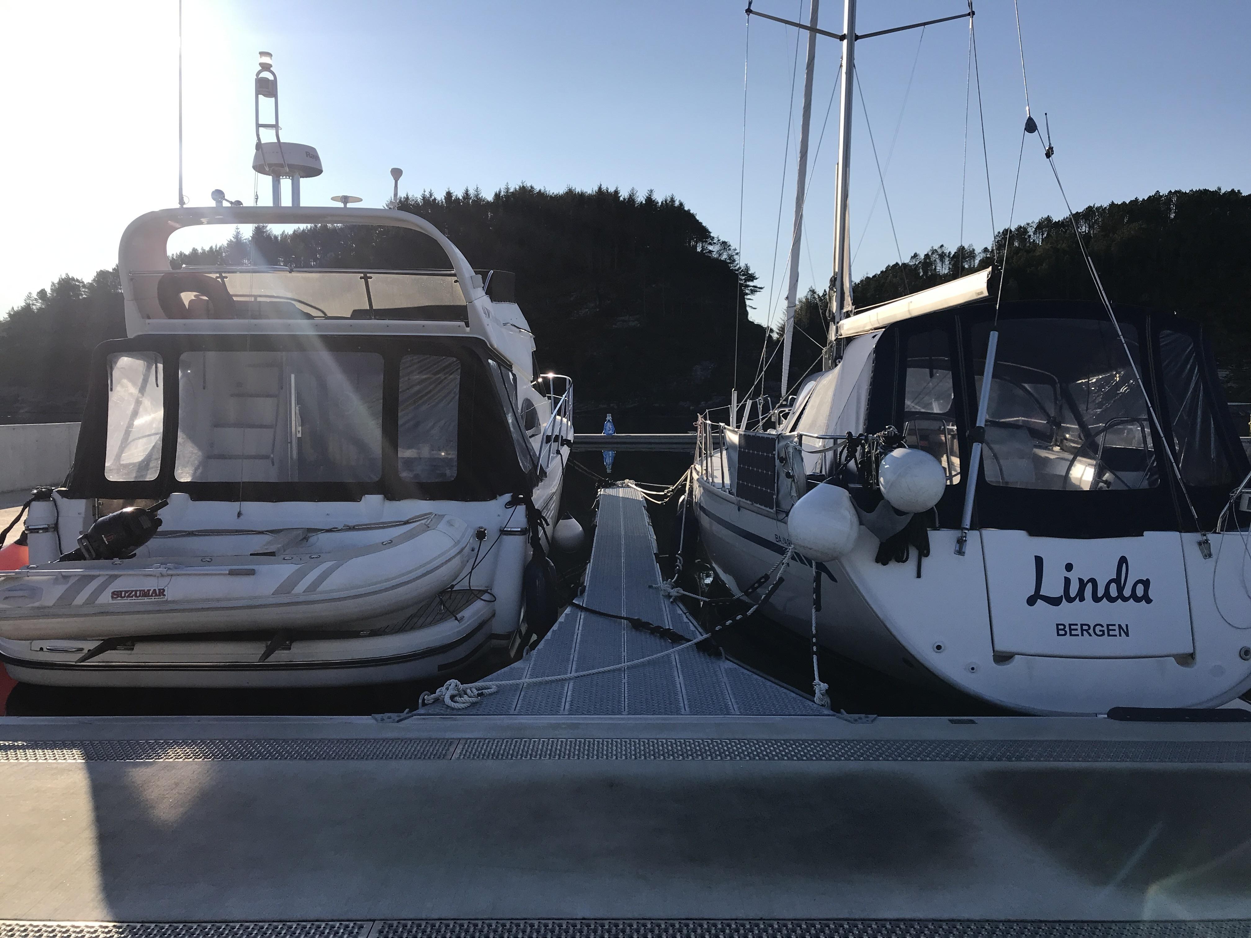 https://marinasolutions.no/uploads/Flytemolo_rennebrygger_landgang-Hjeltefjorden-Båtlag-og-Gjestehavn-75.JPG