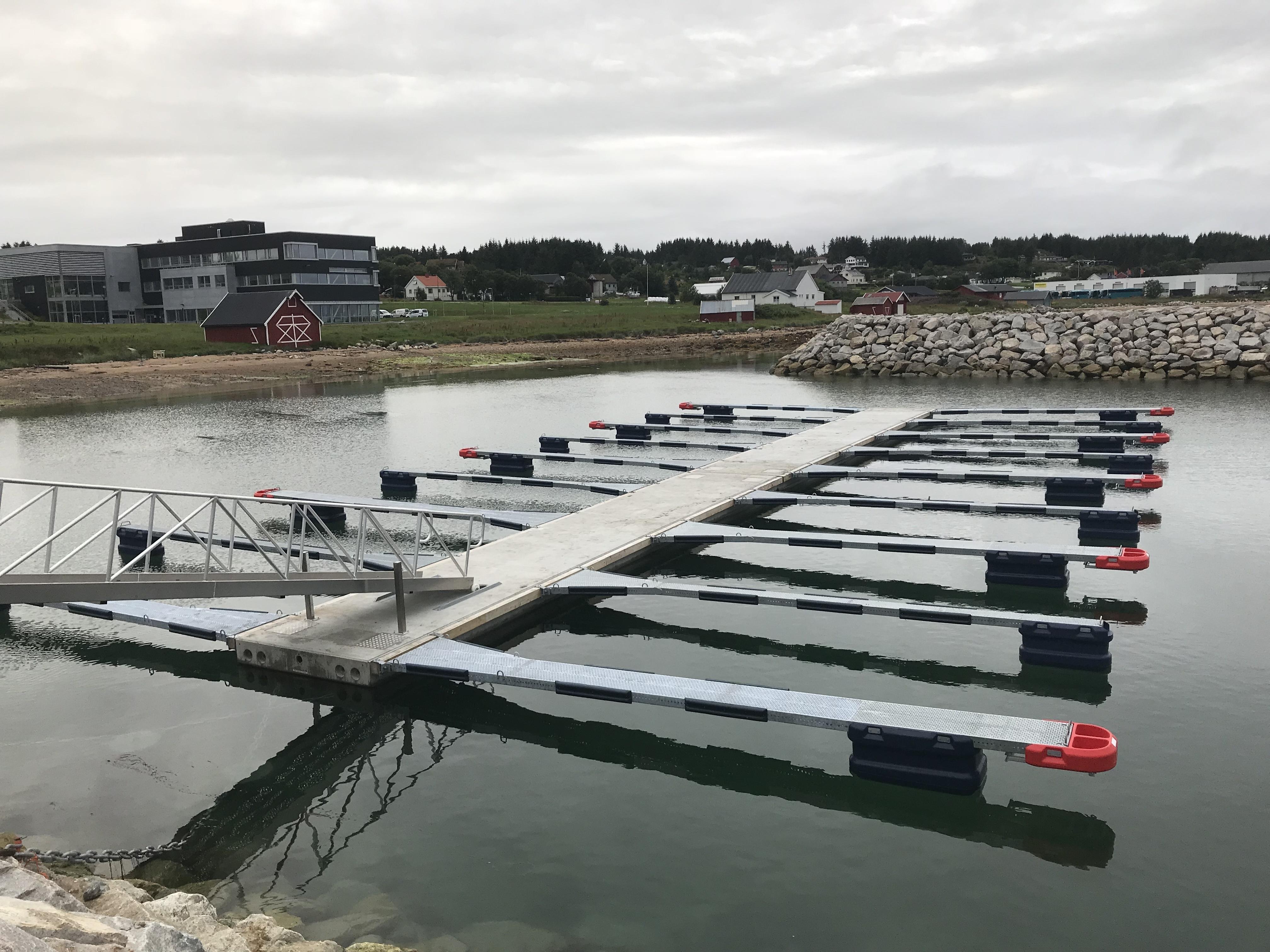 https://marinasolutions.no/uploads/Guri-kunna-VGS-småbåthavn-og-flytekai-Marina-Solutions.jpg