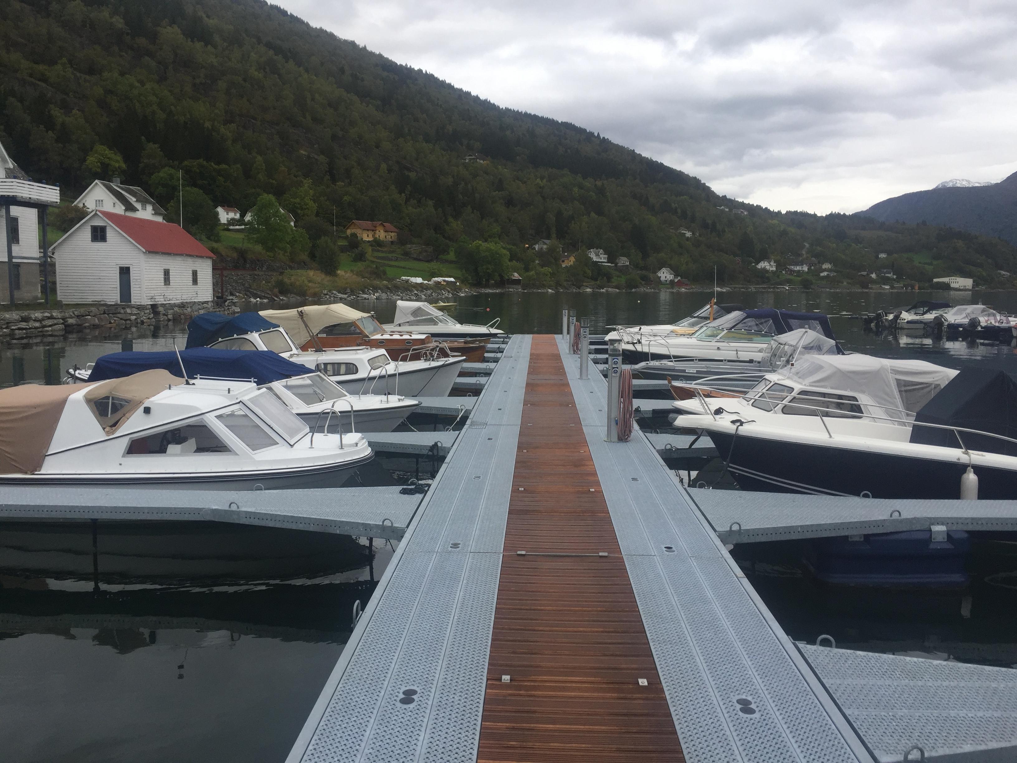 https://marinasolutions.no/uploads/Høyheimsvik-Båtlag_Luster_09-8_2020-12-02-134236.JPG