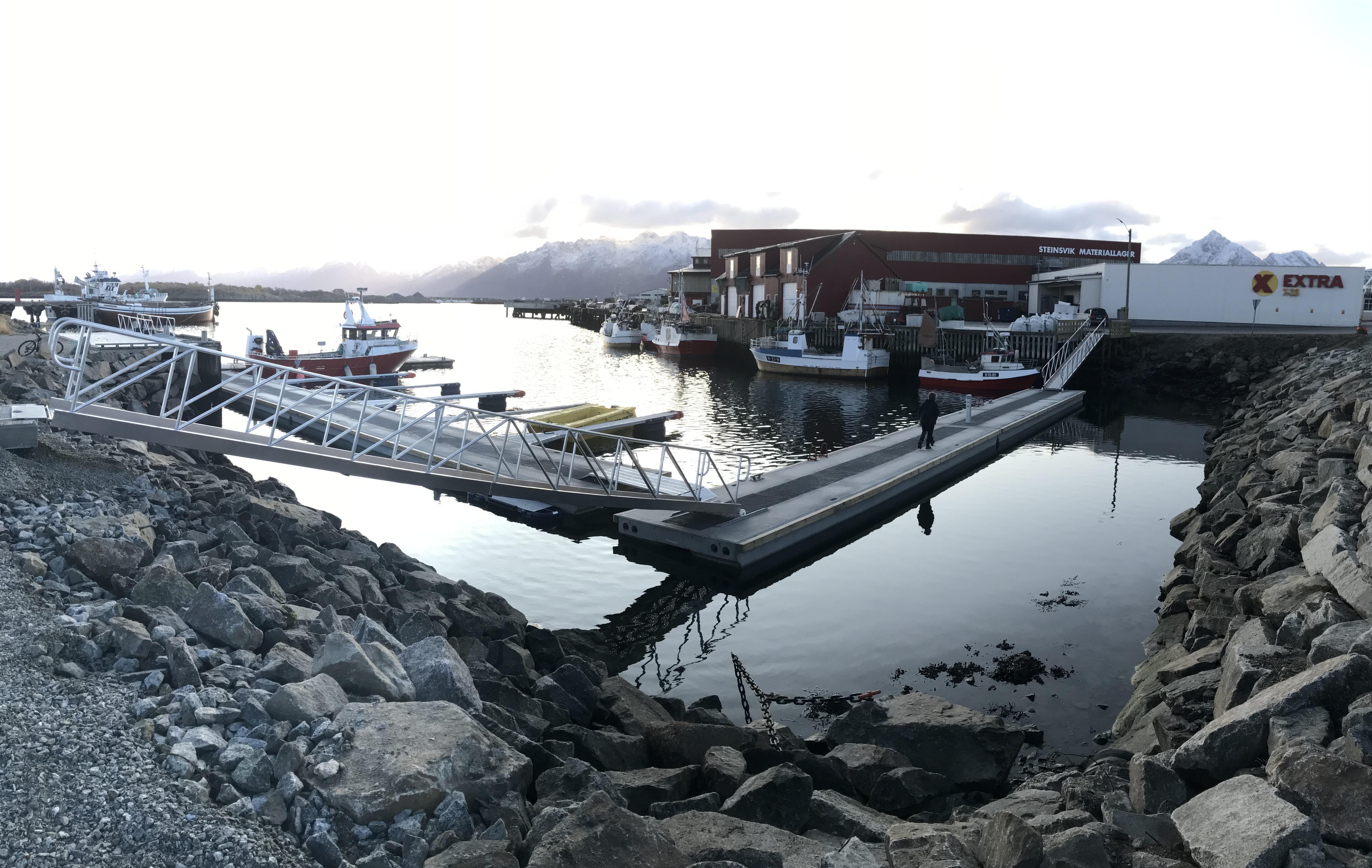 https://marinasolutions.no/uploads/Hadsel-havn-melbu-snøfrie-betongbrygger-marina-solutions-Tallykey-strømposter-6.JPG