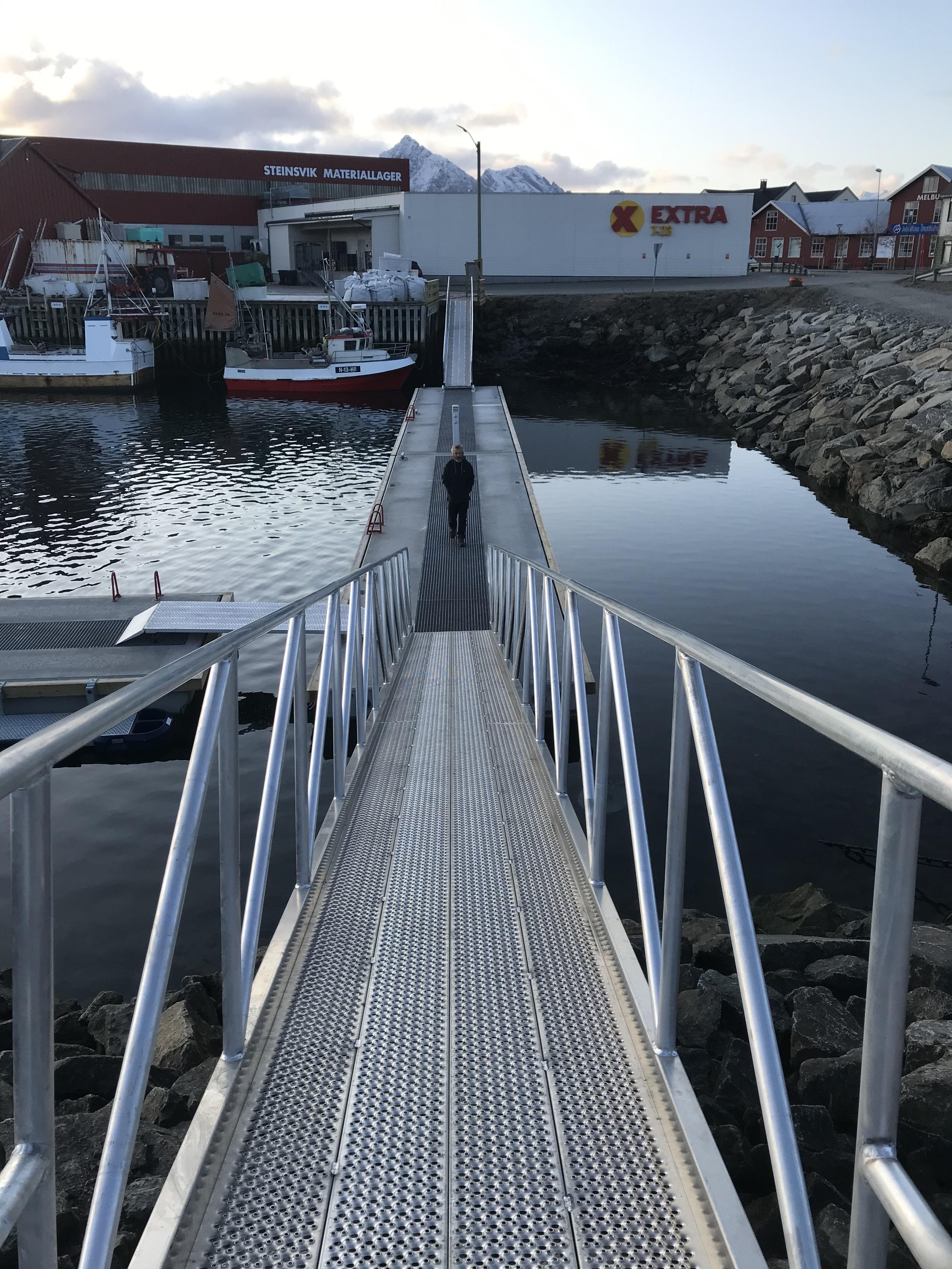 https://www.marinasolutions.no/uploads/Hadsel-havn-melbu-snøfrie-betongbrygger-marina-solutions-Tallykey-strømposter-7.jpg