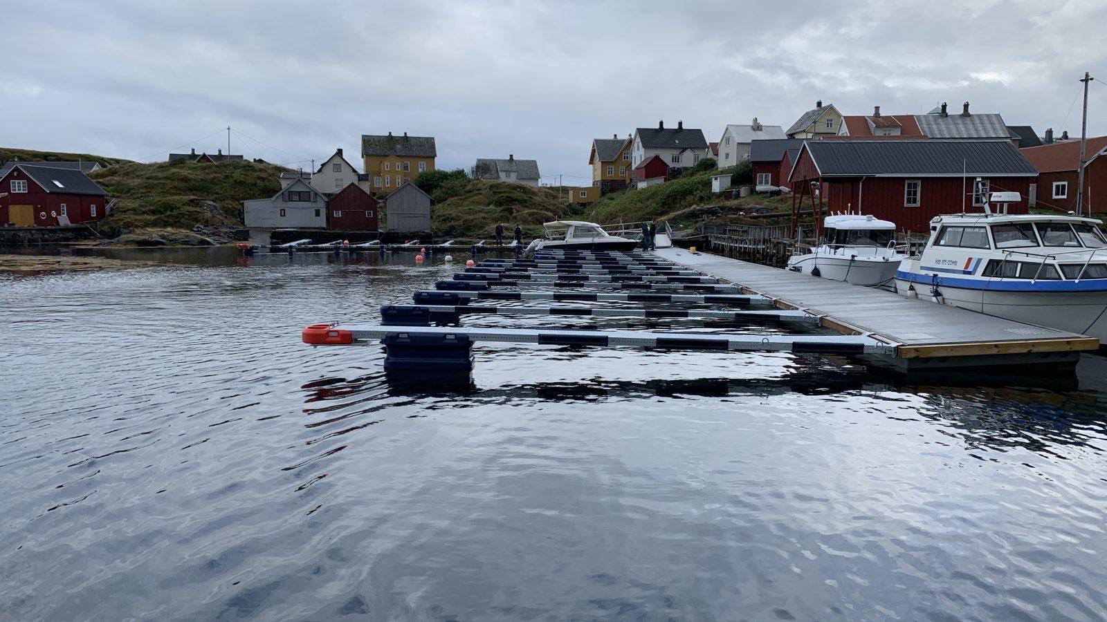 https://marinasolutions.no/uploads/Hamnaberget-småbåtforening-nordre-bjørnsund-marina-solutions-betongbrygger-sklisikre-utriggere-10.jpg