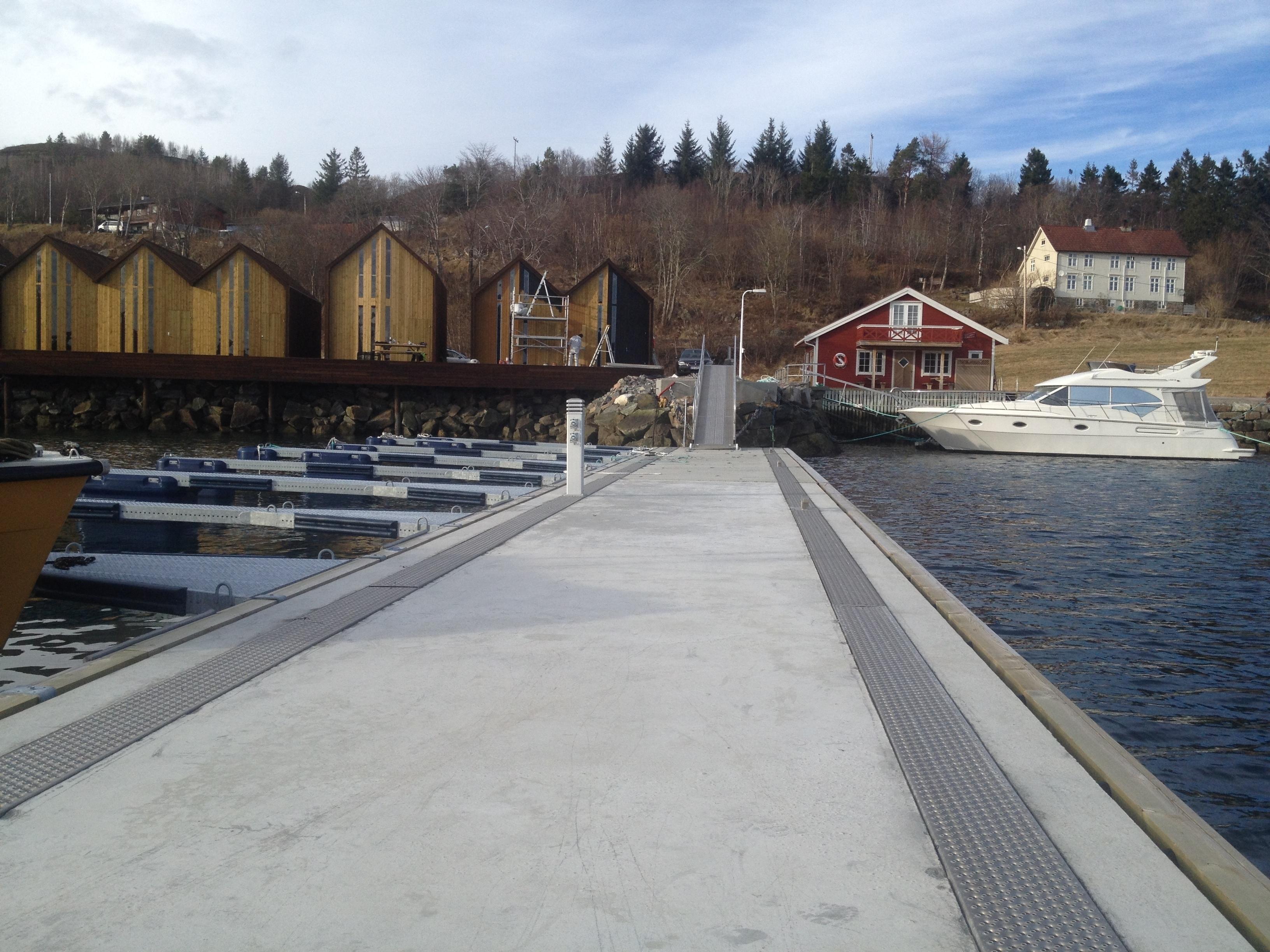 https://marinasolutions.no/uploads/Henda-Småbåtlag_Rennebrygge-4.JPG
