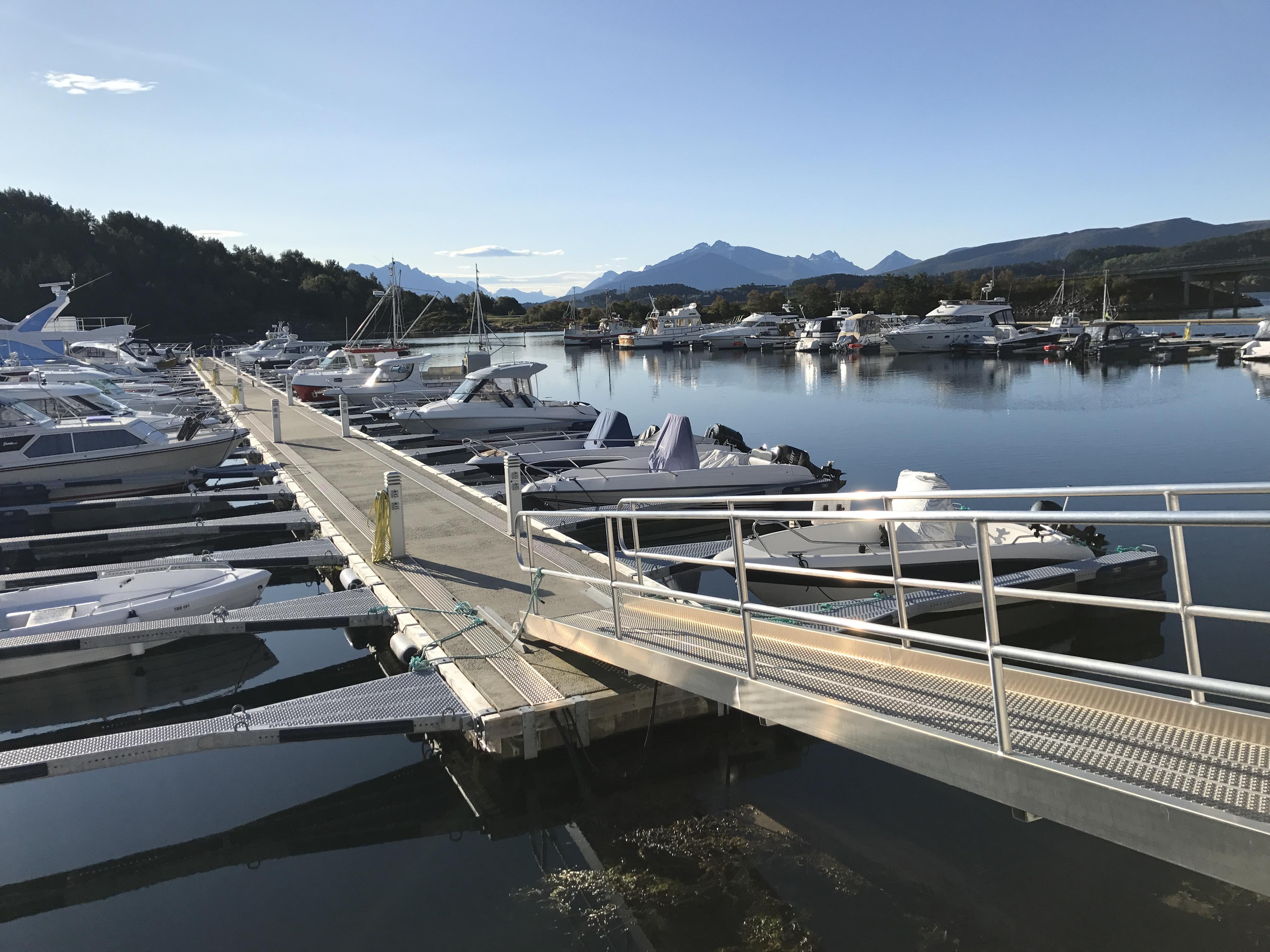 https://marinasolutions.no/uploads/Hovlia-Marina-Ellingsøy-2.JPG