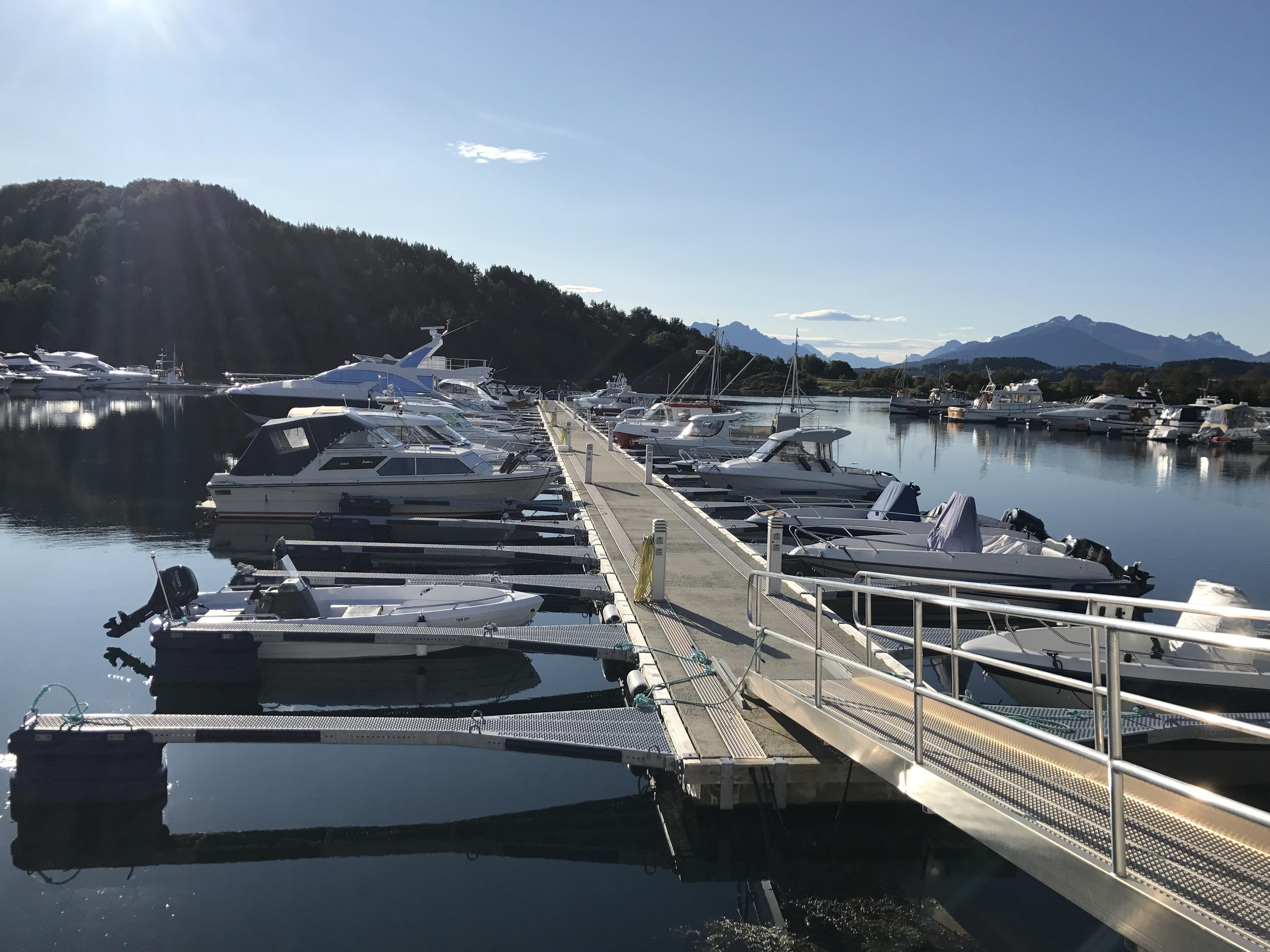 https://marinasolutions.no/uploads/Hovlia-Marina-Ellingsøy.JPG