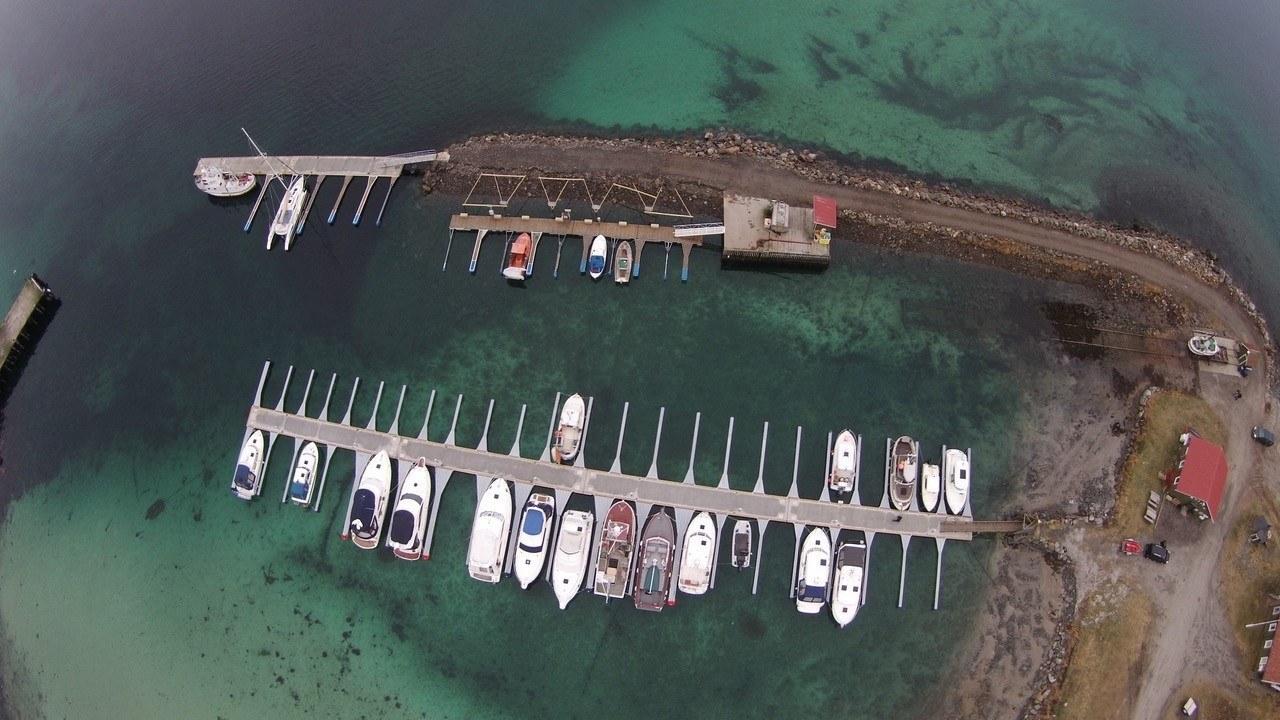 https://marinasolutions.no/uploads/Marina-Solutions-Drone-bilde-Maurnes-Fiske-og-Småbåtforening.jpg