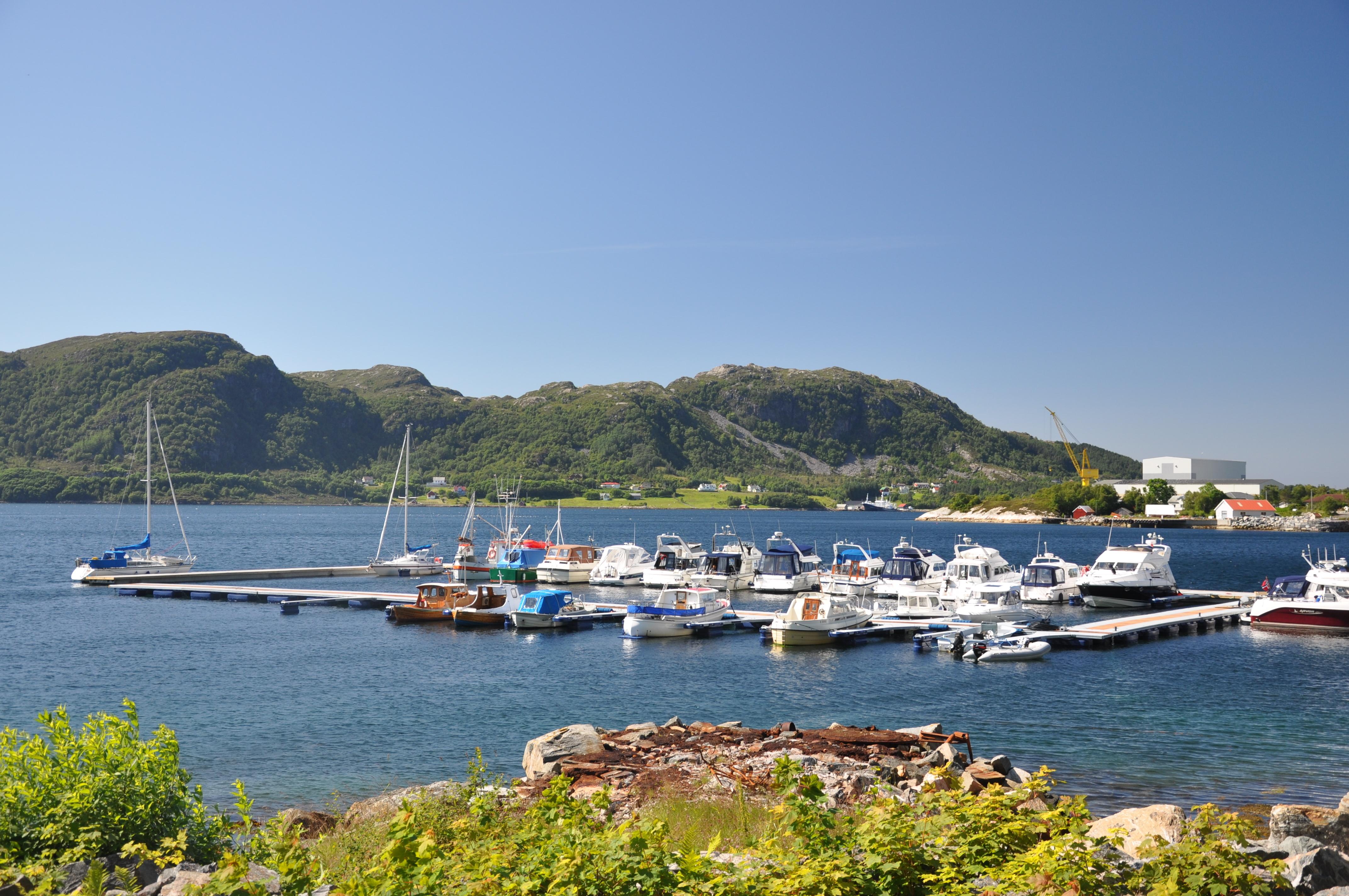 https://marinasolutions.no/uploads/Marina-Solutions-betong-brygge-stålbrygge-Midsund-Møre-og-Romsdal.JPG