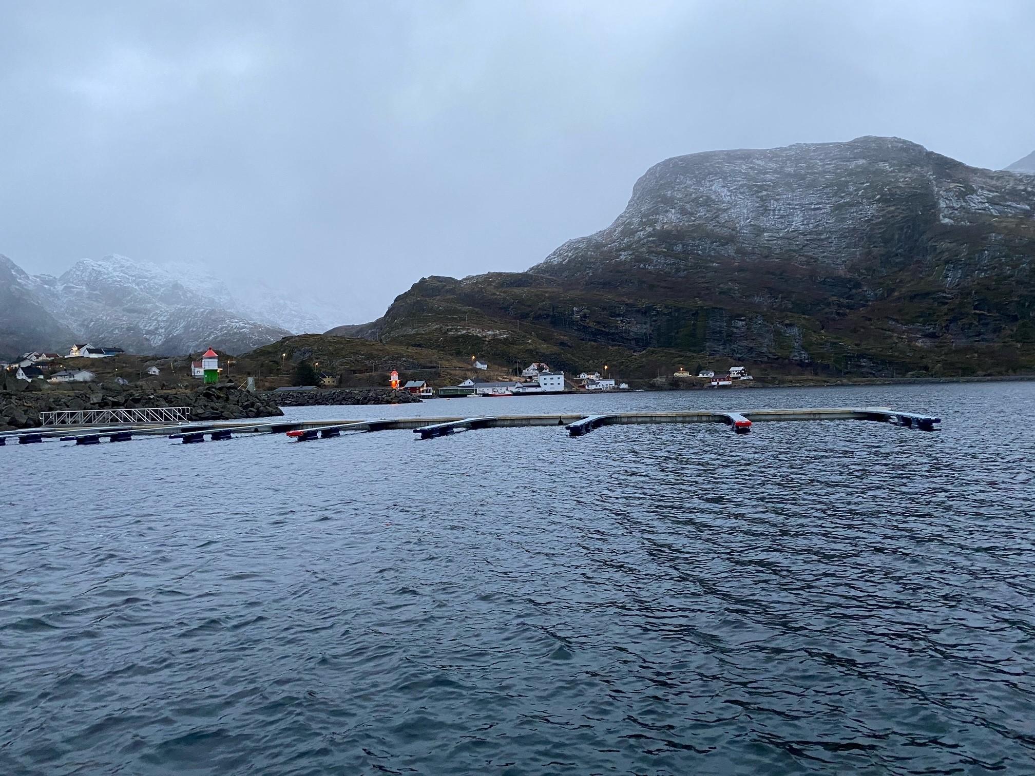 https://marinasolutions.no/uploads/Moskenesvågen-Fiskebåtlag_betongbrygger-og-utriggere-13.jpg