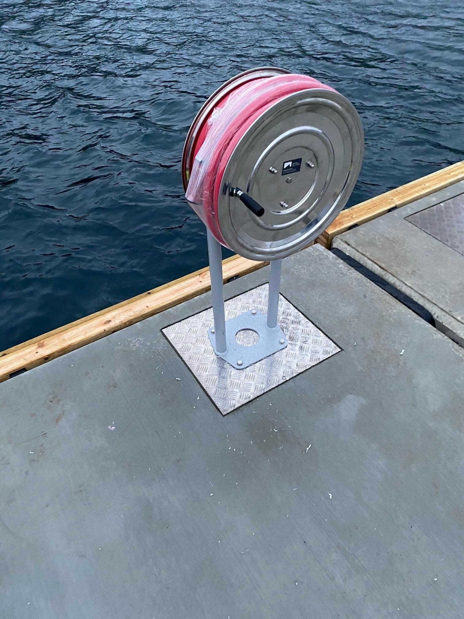 https://marinasolutions.no/uploads/Moskenesvågen-Fiskebåtlag_betongbrygger-og-utriggere-7.jpg