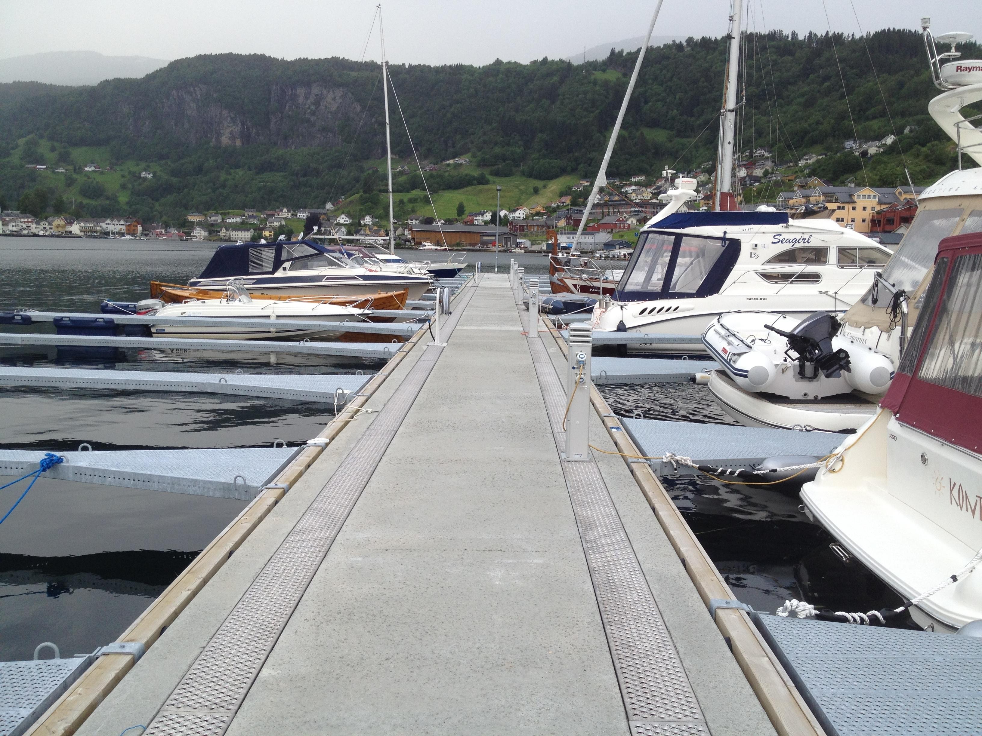 https://marinasolutions.no/uploads/Norheimsund-Båtlag_Rennebrygge-1.JPG