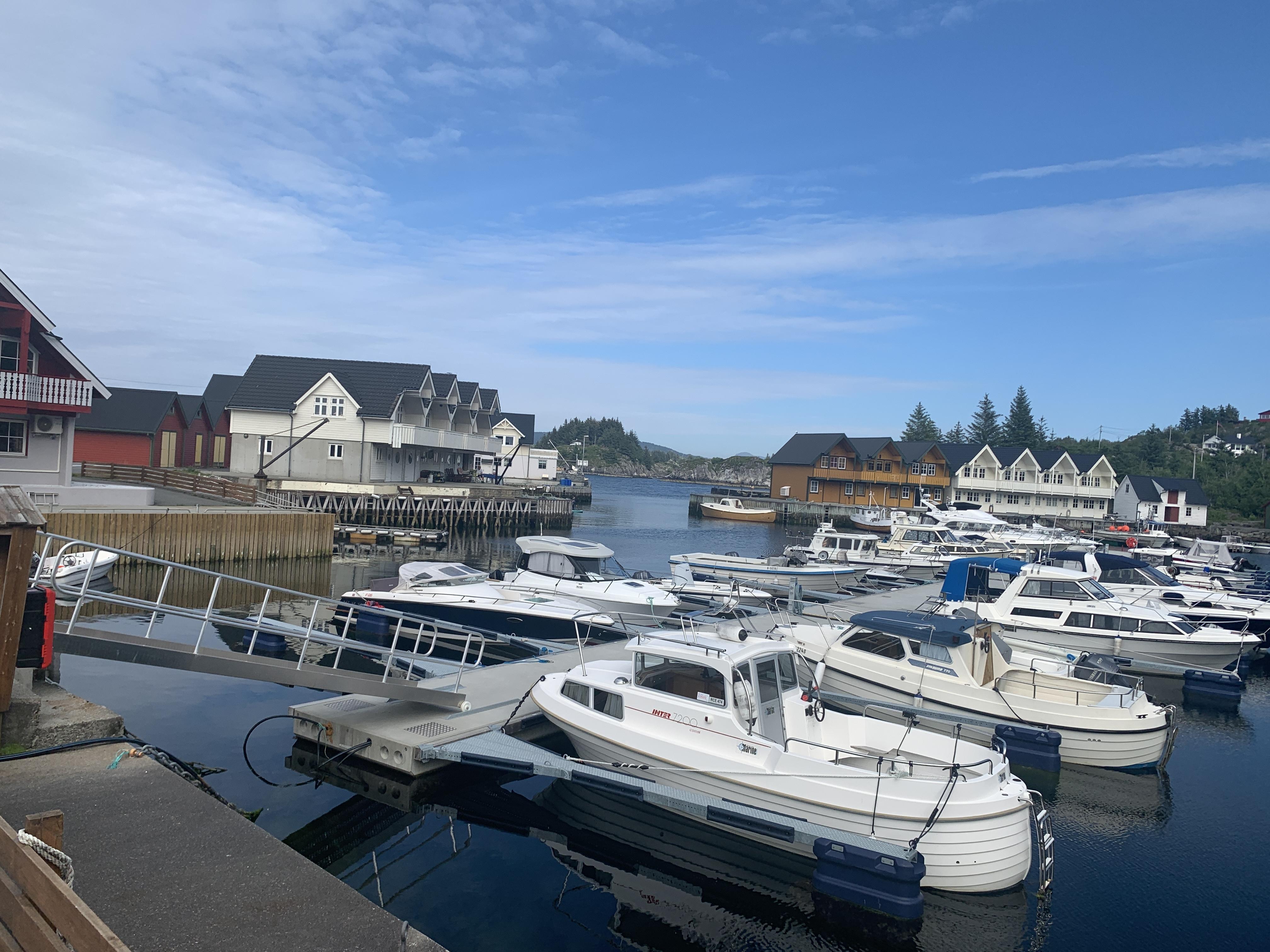 https://marinasolutions.no/uploads/Rabben-båtlag_-Marina-levert-av-Marina-Solutions_Etnebrygga-9.JPG