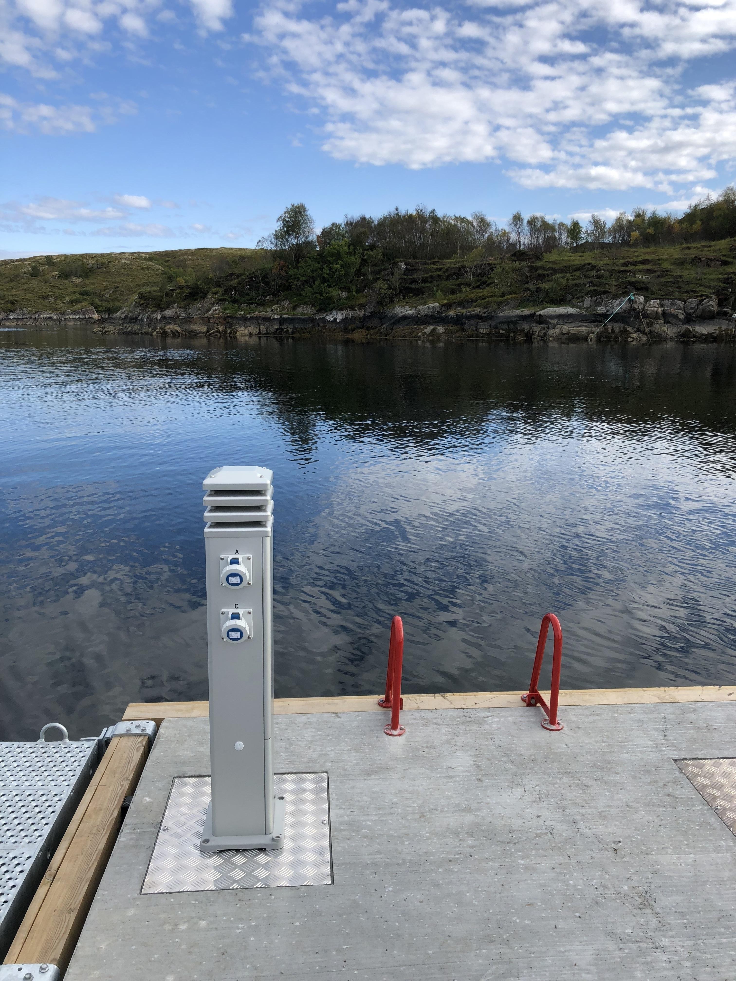 https://marinasolutions.no/uploads/Strømsøyler-og-redningsleider-Rørvik-Marina-Solutions-Tallykey2.jpg