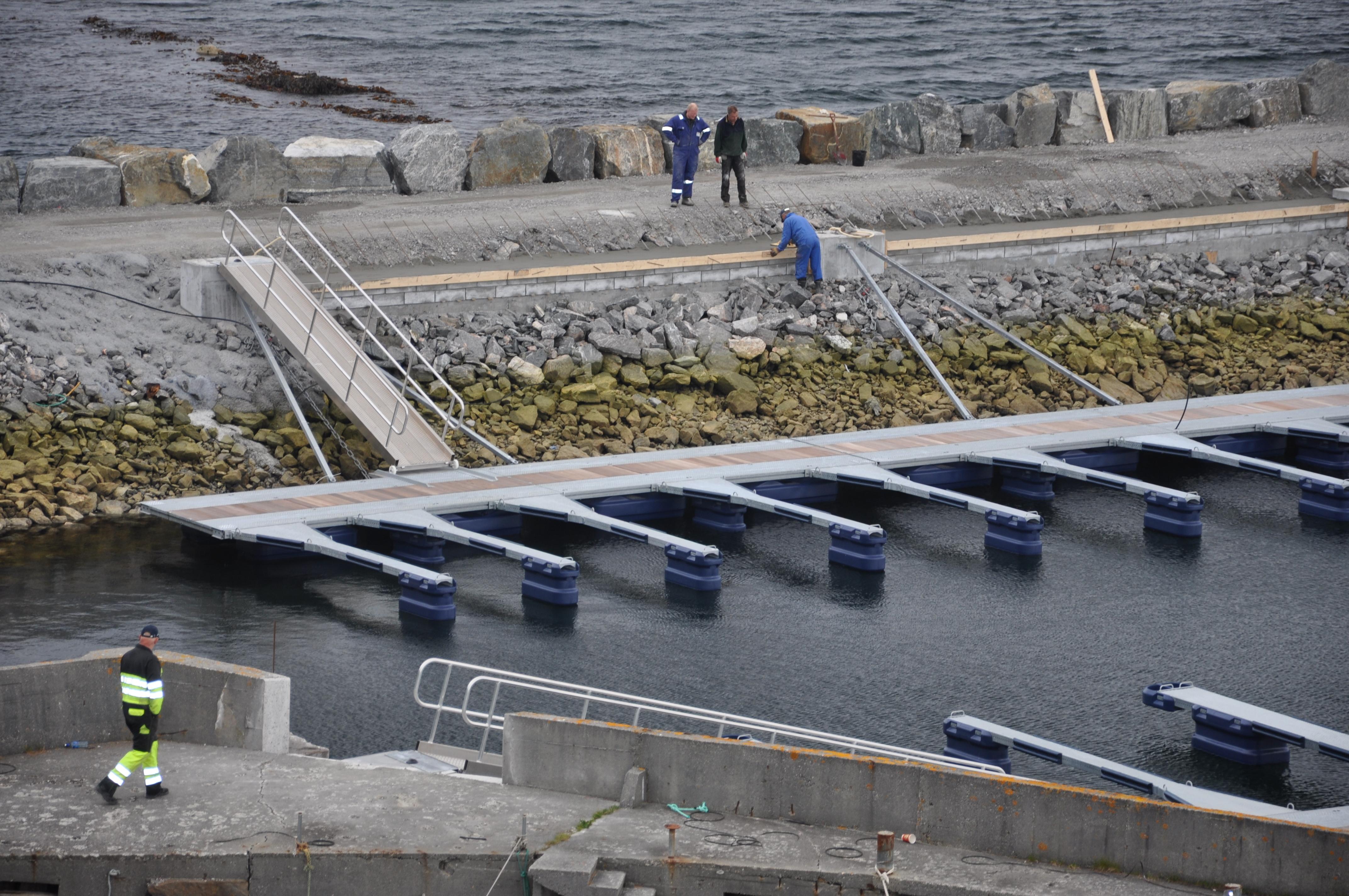 https://marinasolutions.no/uploads/Suløen-Båtforening_Dugnad.JPG