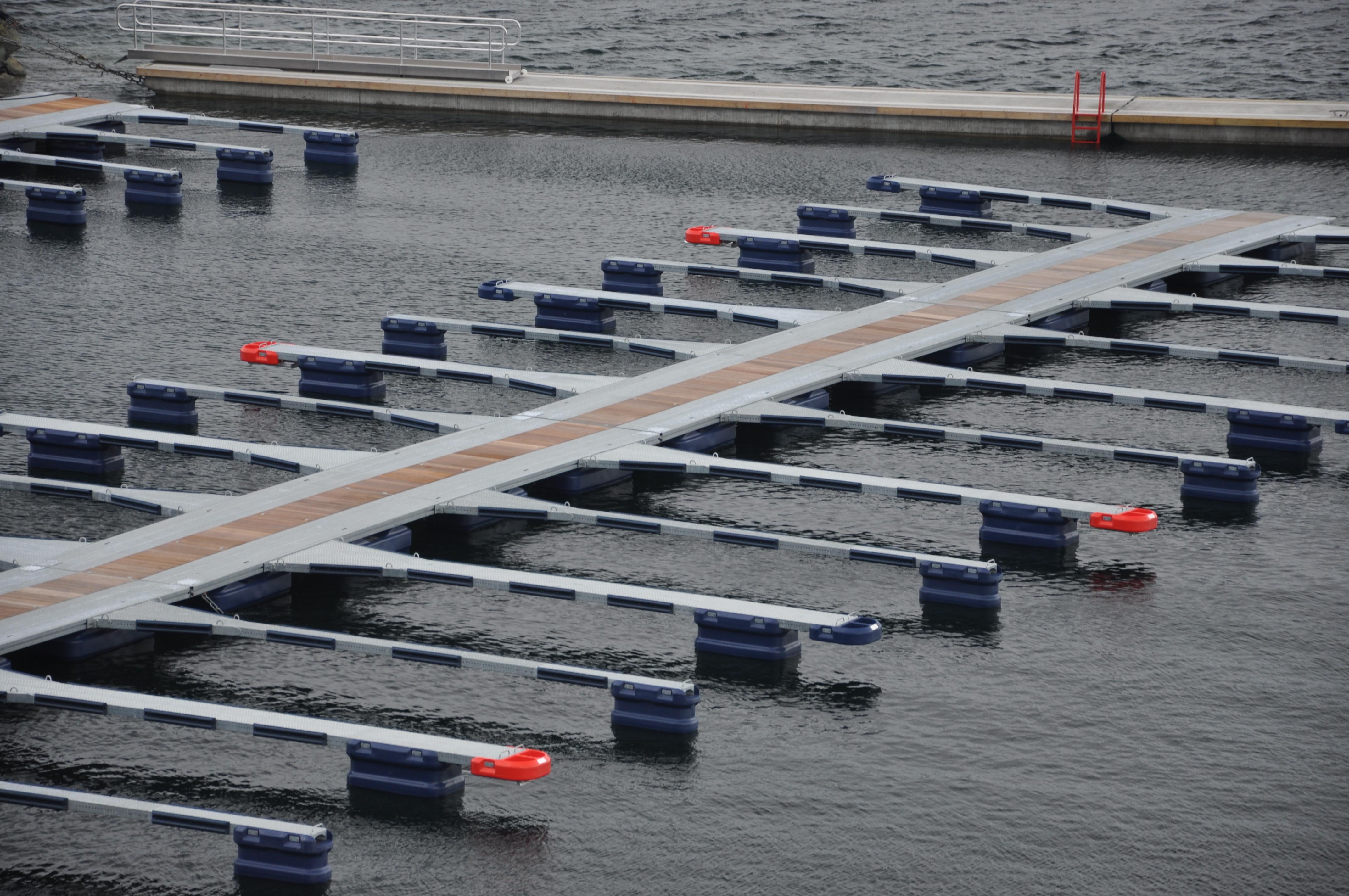 https://marinasolutions.no/uploads/Suløen-Båtforening_Stålbrygge.JPG