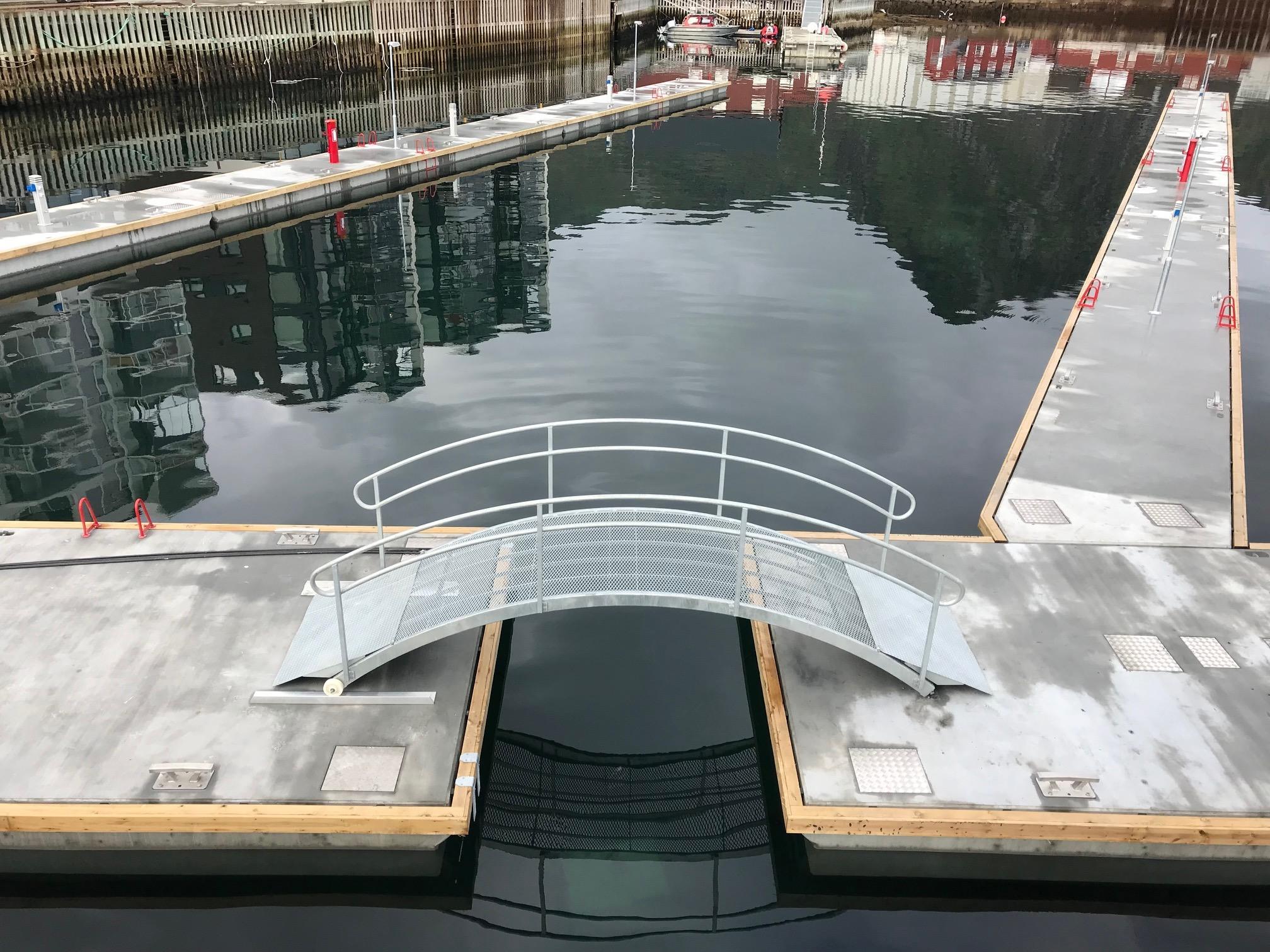 https://marinasolutions.no/uploads/Svolvær-Marina-solutions-flytebrygger-5.jpg