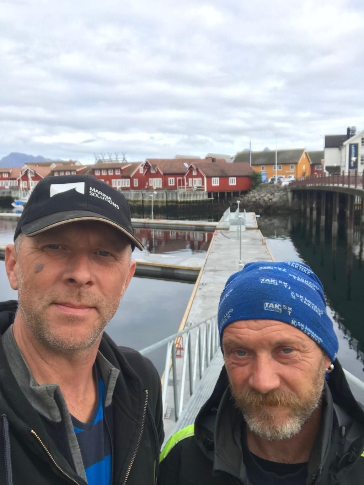 https://www.marinasolutions.no/uploads/Svolvær-Marina-solutions-flytebrygger-Leif-Petter-Vartdal-Erling-Berge-montører-2.jpg