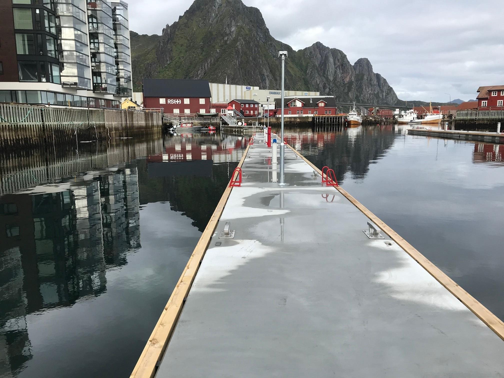 https://marinasolutions.no/uploads/Svolvær-marina-solutions-bryggeanlegg.jpg