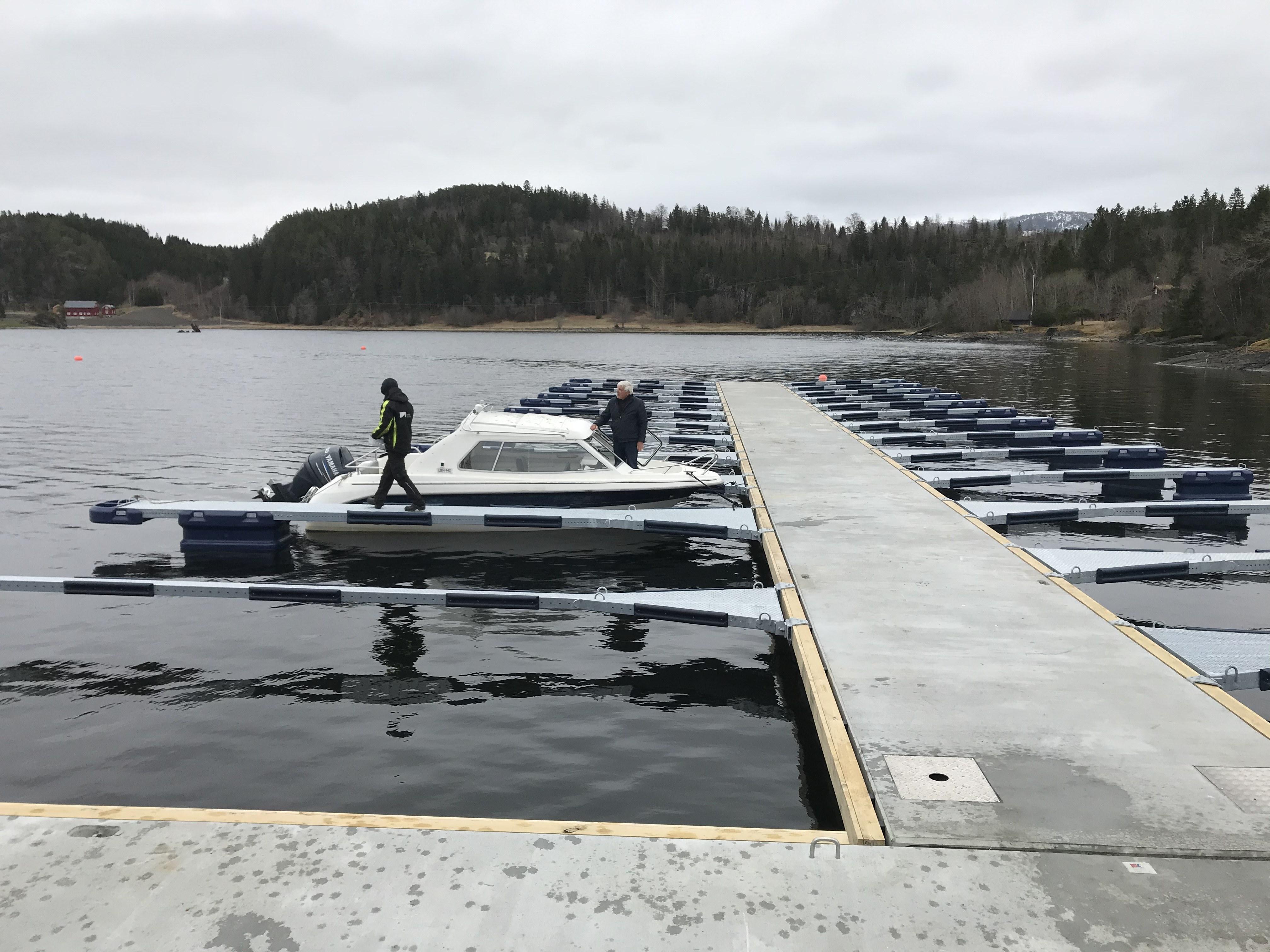 https://www.marinasolutions.no/uploads/Undli-Kai-Bryggeforening_Åsenfjord-1.jpg