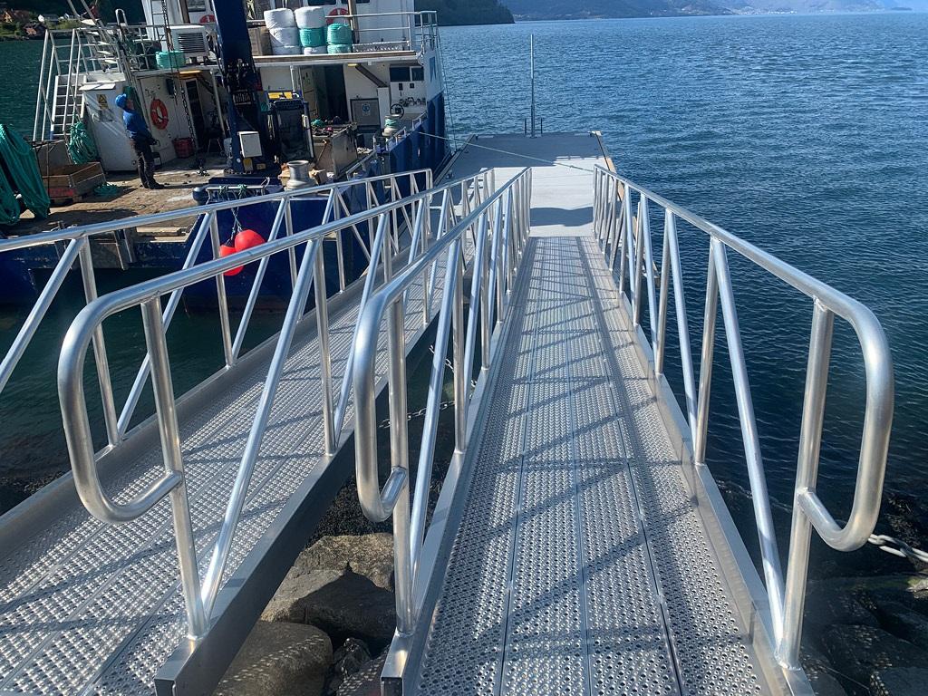 https://www.marinasolutions.no/uploads/Vik-i-sogn-aluminiumslandganger-passasjertrafikk.jpg