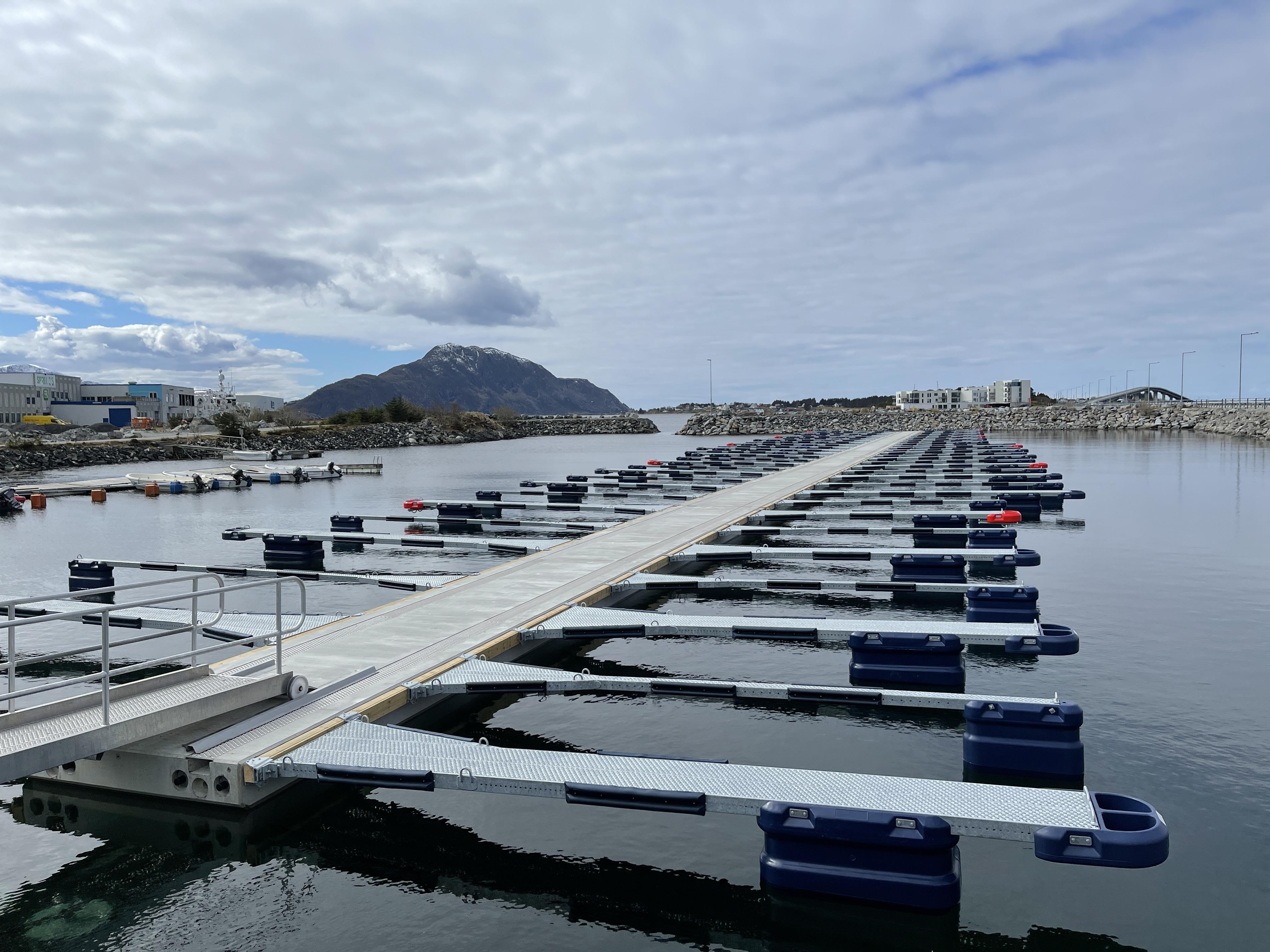 https://marinasolutions.no/uploads/Ytterland-småbåtforening_Valderøy_Marina-Solutions-AS-1.JPG