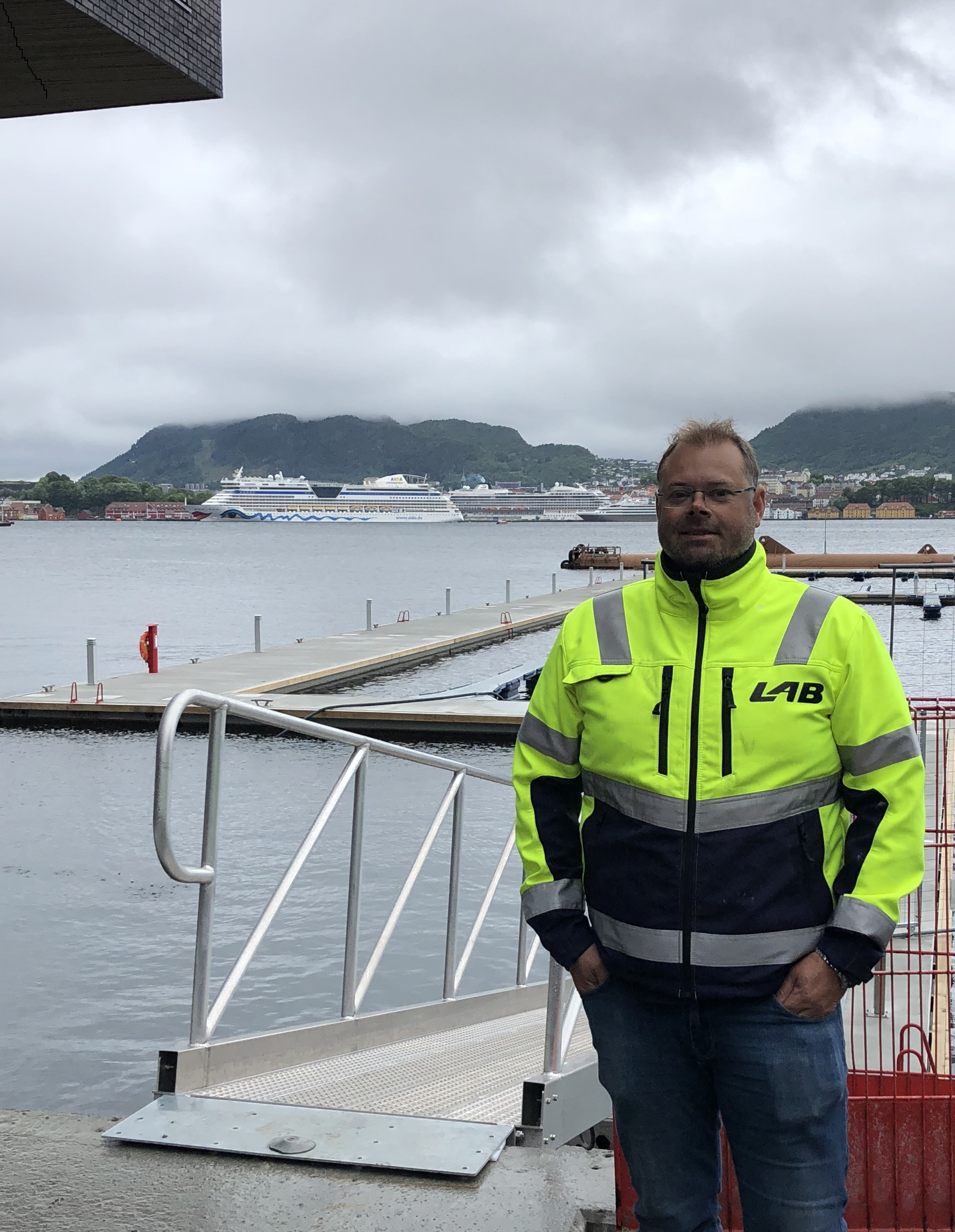 https://www.marinasolutions.no/uploads/overlevering-med-Knut-Helge-Iversen-Byggleder-i-LAB.jpg