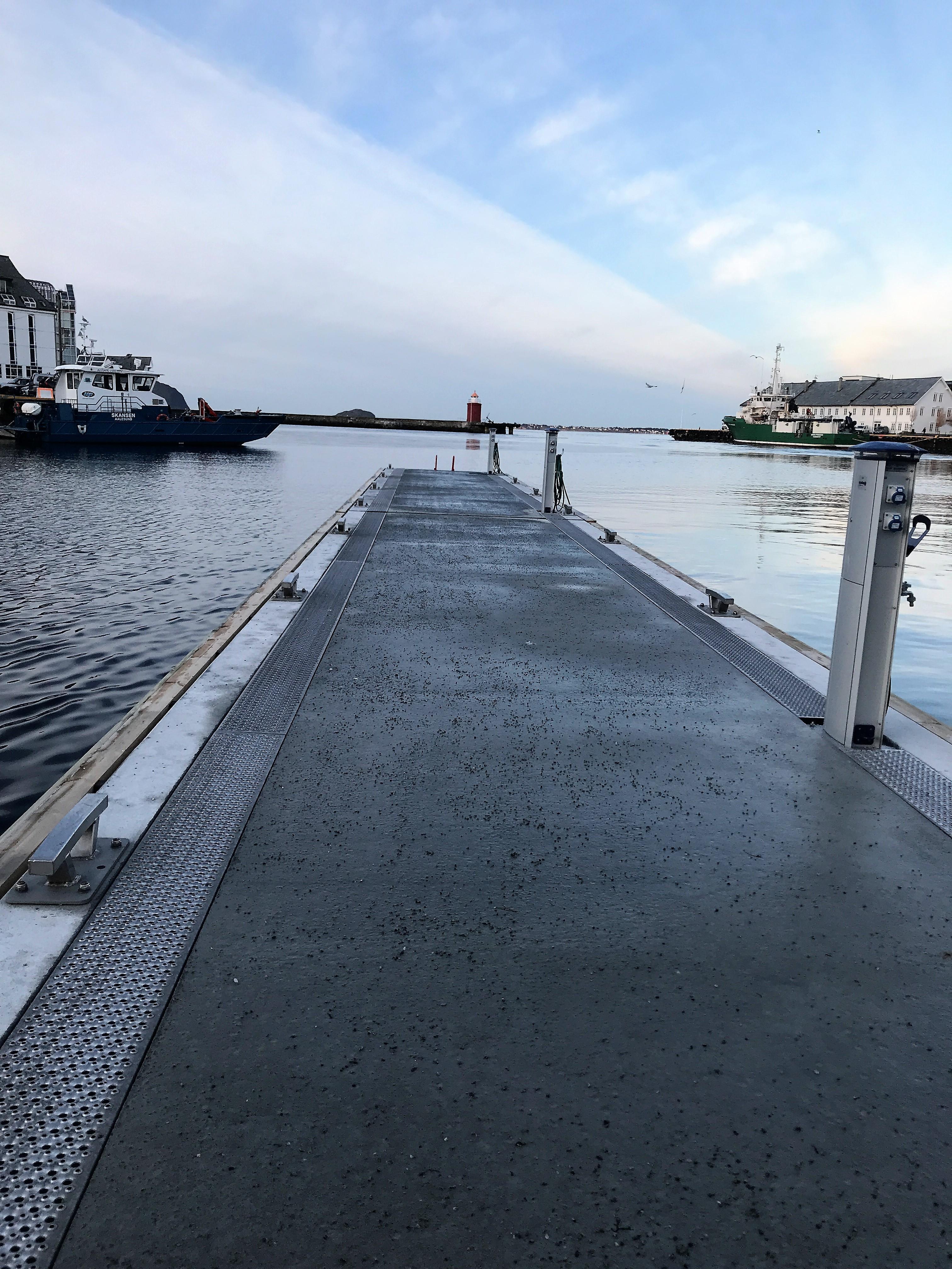https://www.marinasolutions.no/uploads/rennebrygge-ålesund-skateflukaia-marina-solutions.JPG